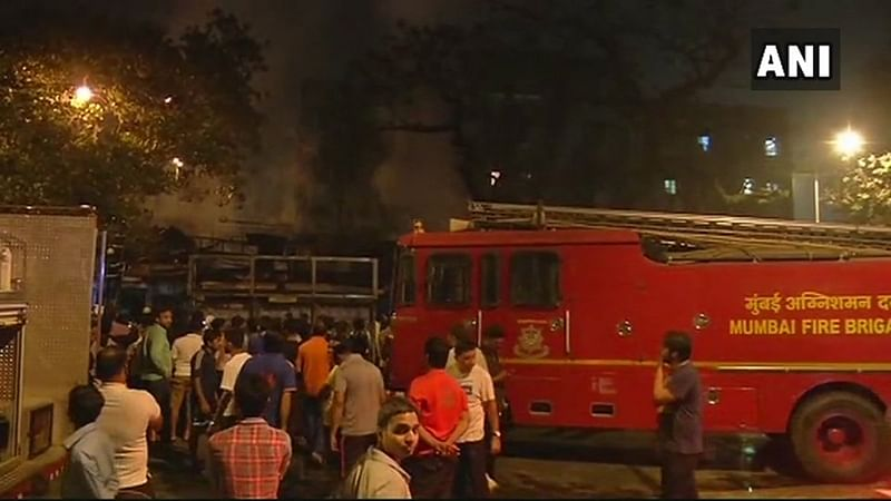 Mumbai: Fire breaks out in chawl at Reay Road, no injuries reported
