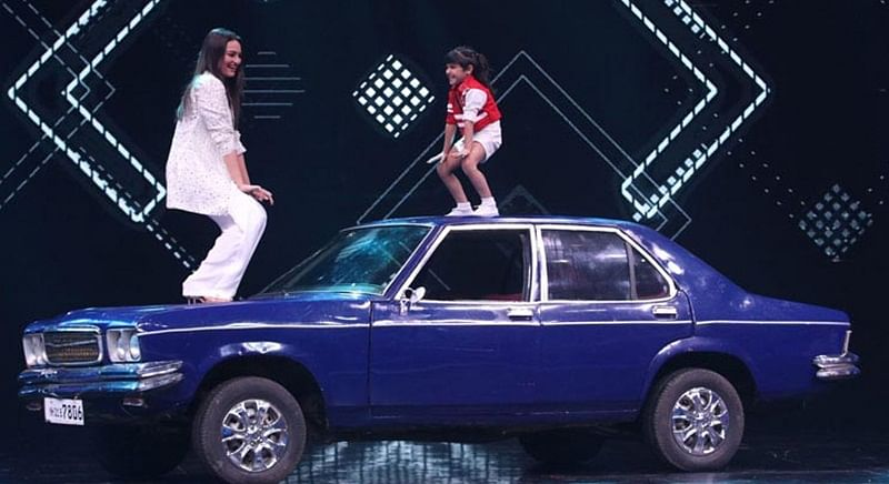 Check Out: Sonakshi Sinha has fun on Super Dancer 2 while promoting 'Welcome To New York'