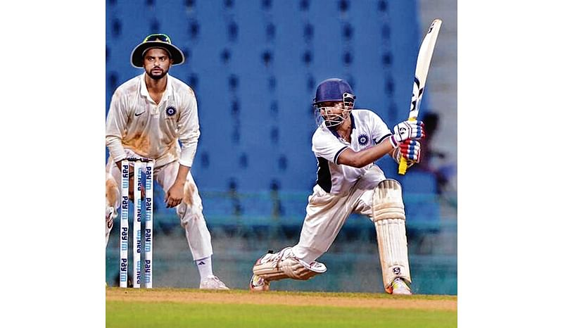 Andhra and Mumbai qualify for knockouts with easy victories