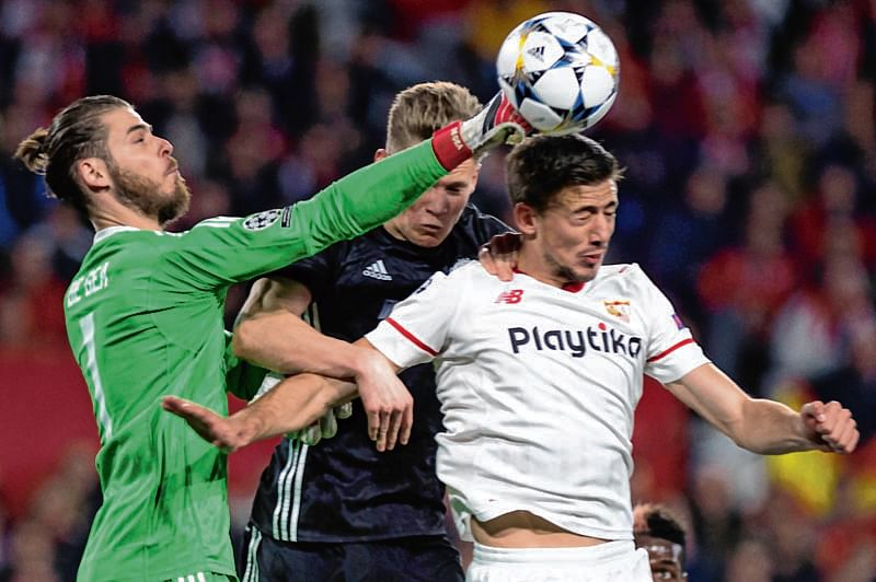 De Gea stars as Manchester United fends off strong Sevilla in 0-0 draw
