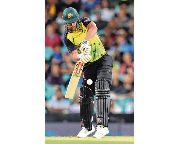 Australia's Chris Lynn plays a shot against New Zealand during their Twenty20 cricket match at the Sydney Cricket Ground in Sydney on February 3, 2018. / AFP PHOTO / PETER PARKS / --IMAGE RESTRICTED TO EDITORIAL USE - STRICTLY NO COMMERCIAL USE--