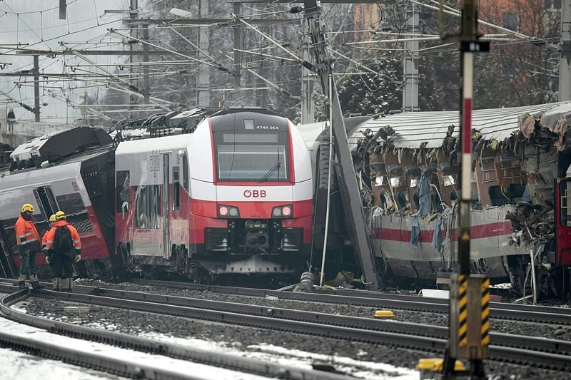 Trains collide in Germany, killing 2 and injuring 14
