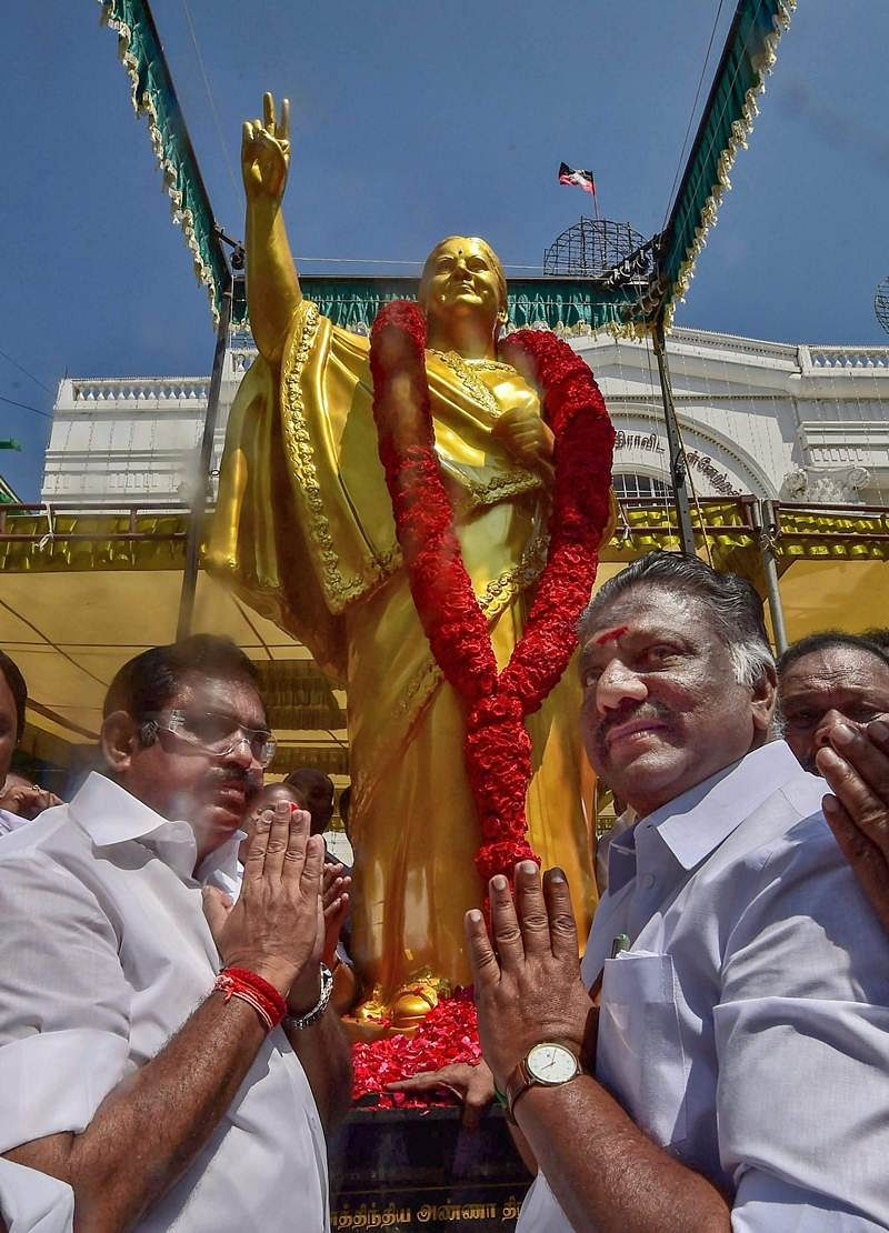AIADMK replaces statue that bore little resemblance to Jayalalithaa