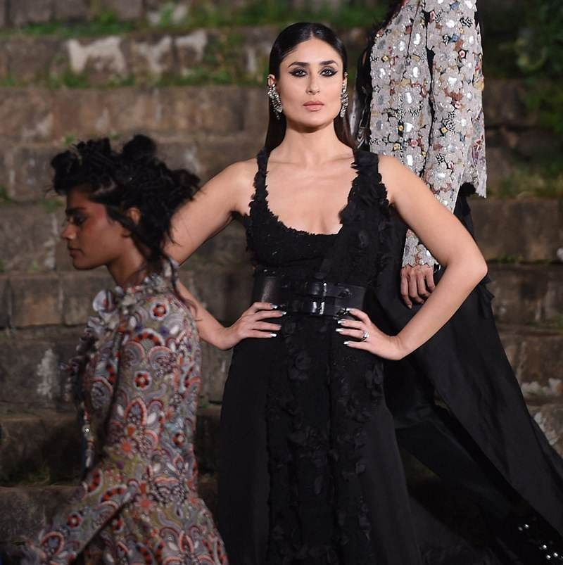 Lakme Fashion Week S|R 2018 Finale: Kareena Kapoor Khan looks pristine in Anamika Khanna's design