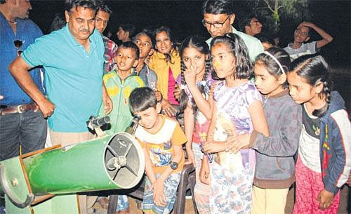 Indore: Residents witness blood moon