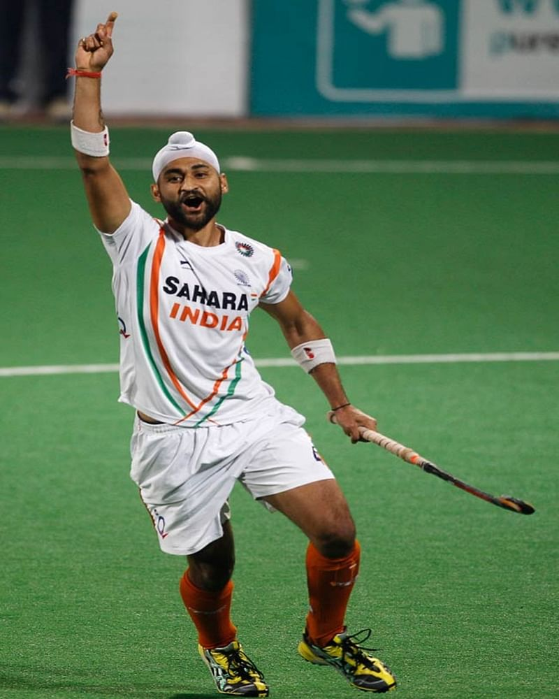 Soorma actors Diljit Dosanjh and Taapsee Pannu wish Hockey legend Sandeep Singh on his birthday!