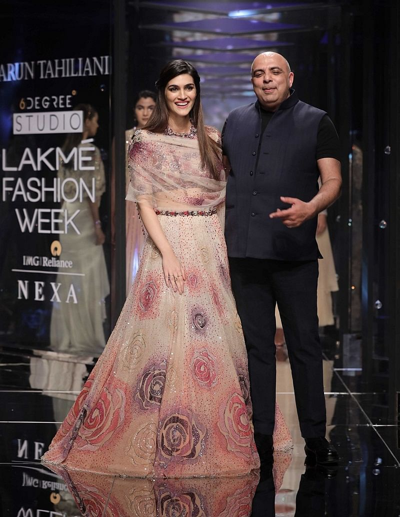 LFW 2018: Kriti Sanon sets the ramp on fire with Tarun Tahiliani collection