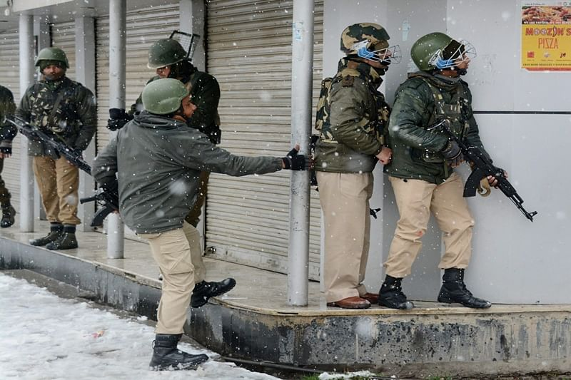 Srinagar: One more CRPF jawan martyred, 20-hour long gunfight continues Karan Nagar