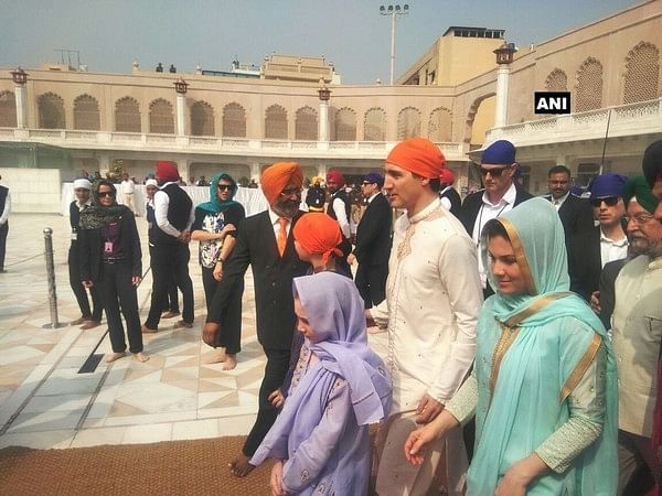 Justin Trudeau and family offer prayers at Golden Temple, performs sewa