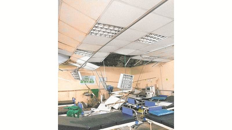 Mumbai: False ceiling  collapses during dialysis at KEM hospital, 2 sustain injuries