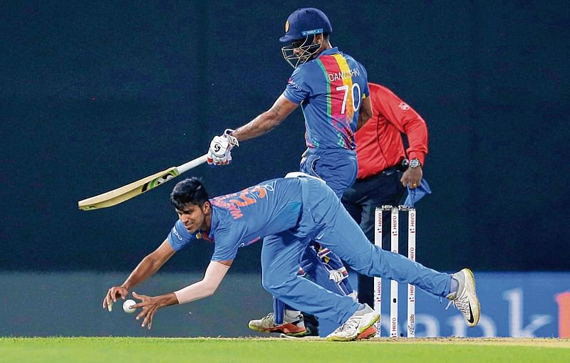 Chahal, Sundar move up in bowlers' chart