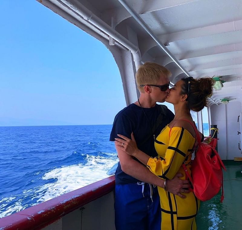 Kiss of Love! Brent Goble expresses his love to wife Aashka Goradia on Women's Day eve