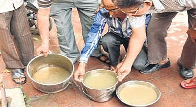 Ujjain: Furious citizens blame mayor as PHED taps supply muddy, stinking water