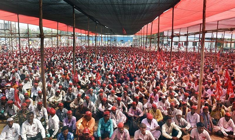 Jai Kisan: Bollywood hails farmers rally in Mumbai