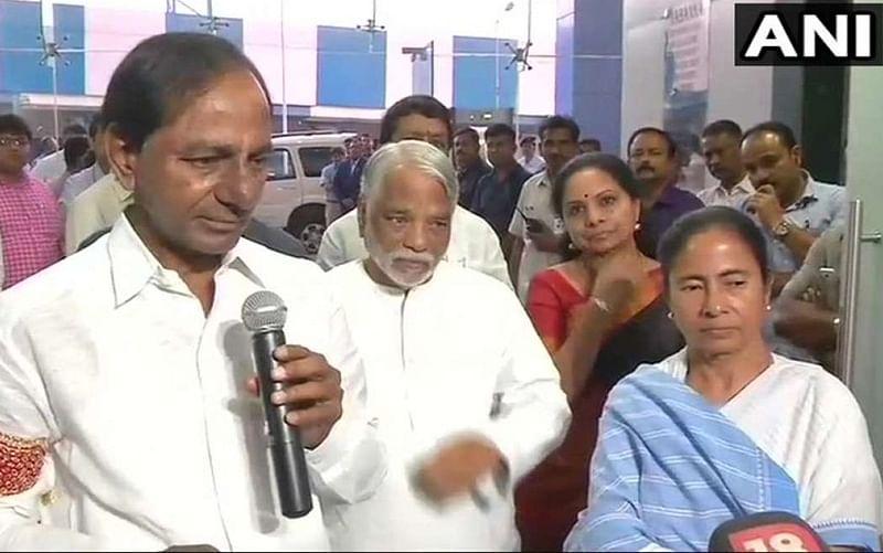 Telangana CM Chandrashekhar Rao meets Trinamoll chief Mamata Banerjee in Kolkata