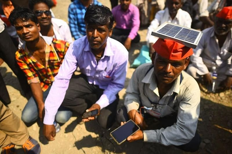 Maharashtra Farmers' Protest: Farmers use solar panels to charge their mobiles so they can stay connected