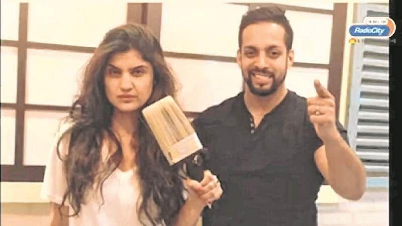 Mumbai: Radio Jockeys play 'black and white' Holi, paint speed-breakers for city