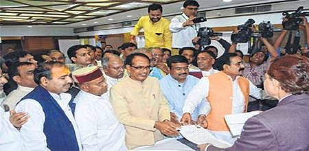 Bhopal: Union ministers, others submit nomination forms