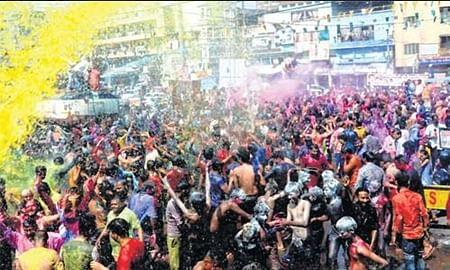 Bhopal: City of Lakes turns colourful on Rang Panchami