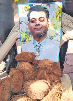 Ujjain: VHP, Bajrang Dal not allowed to offer coconuts at Mahakal, target Bhondve