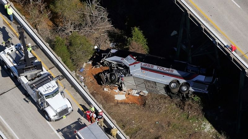 Alabama bus crash: Bus carrying high school students crashes, 1 killed