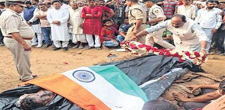 Bhopal: People bid farewell to CRPF jawans killed by naxals