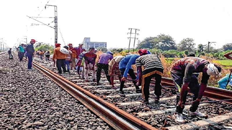 Gudi Padwa: Commuters irked with railway plan for megablock
