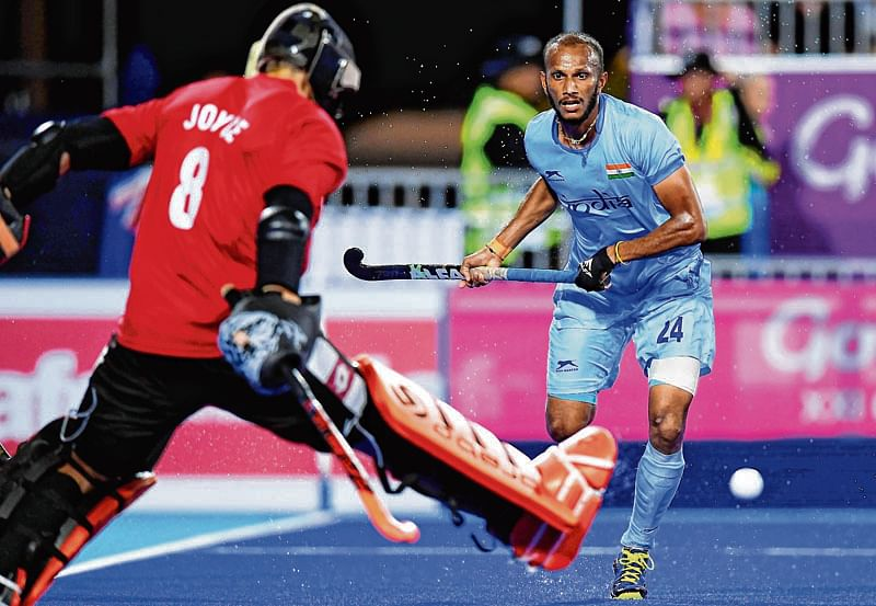 Bungling India hit out of gold race by Black Sticks