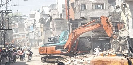 Indore: IMC demolishes 70 structures at Machhi Bazaar after SC dismisses aggrieved residents' petition