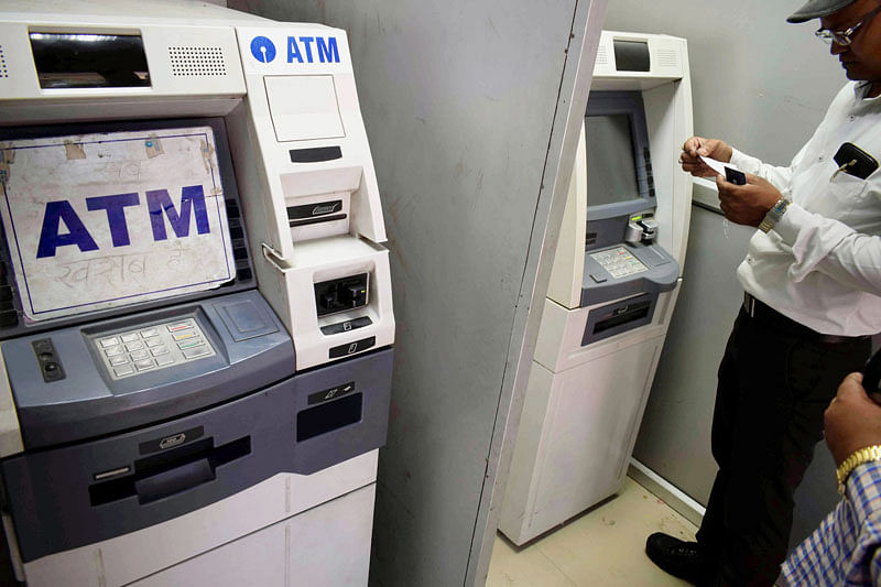 ATMs in some states still display out-of-cash board