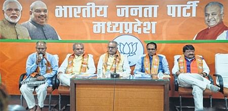 Ramlal holds late night emergency meet; Tomar, Kailash not in race for BJP state Prez