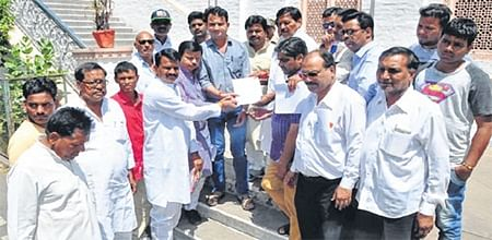 Ujjain: Congress gives memorandum against arbitrariness of private hospitals