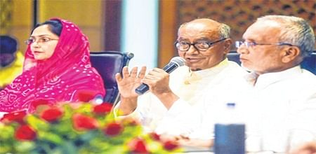 Indore: Illegal mining done with CM's support says Digvijay Singh
