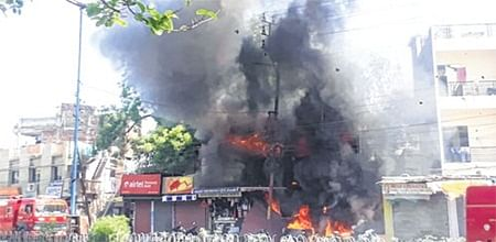 Indore: Fire breaks out in AC repair shop, adjacent shop gutted
