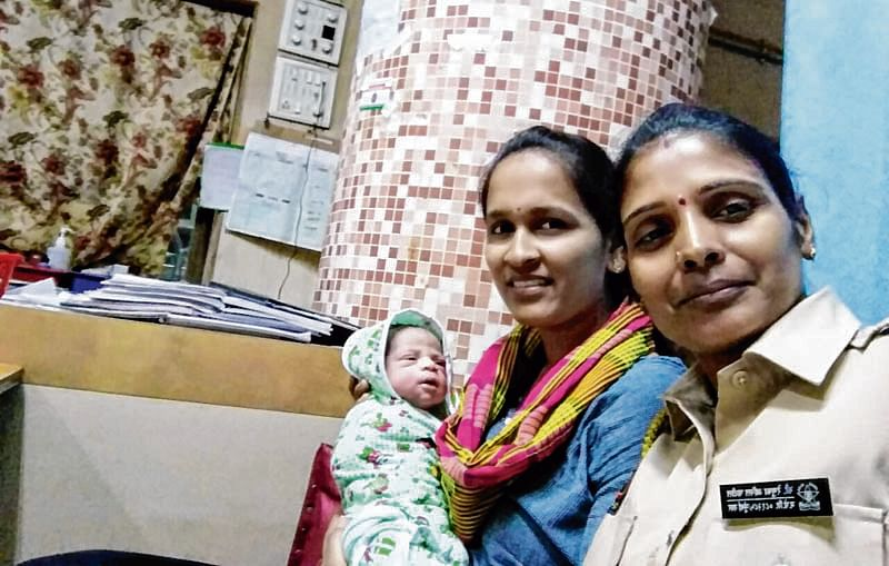 Cop goes extra mile to help pregnant woman