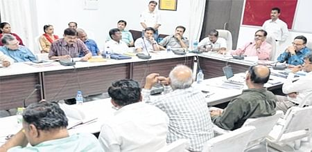 Ujjain: Top quality a must in road construction, maintenance workssaysCommissioner