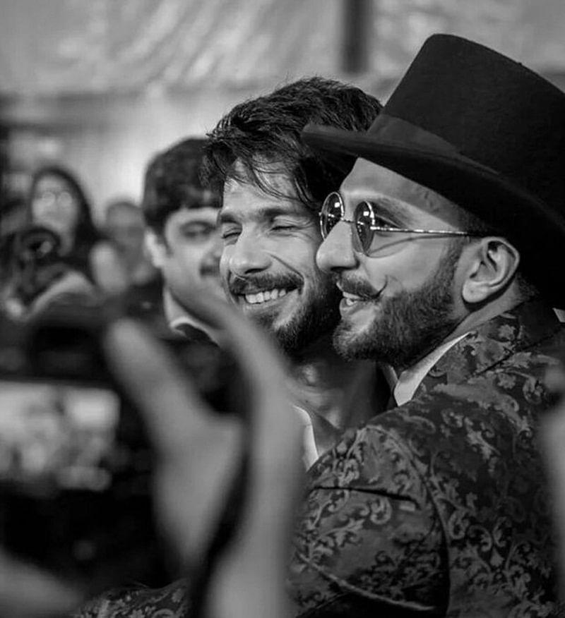Dadasaheb Phalke Excellence Awards: Padmaavat's 'Khilji' Ranveer Singh gives a tight hug to 'Maha Rawal Ratan Singh' Shahid Kapoor