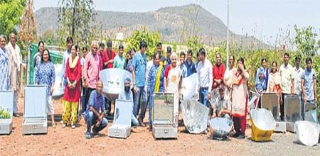 Indore: Solar cooking brings people together, 30 delicacies prepared