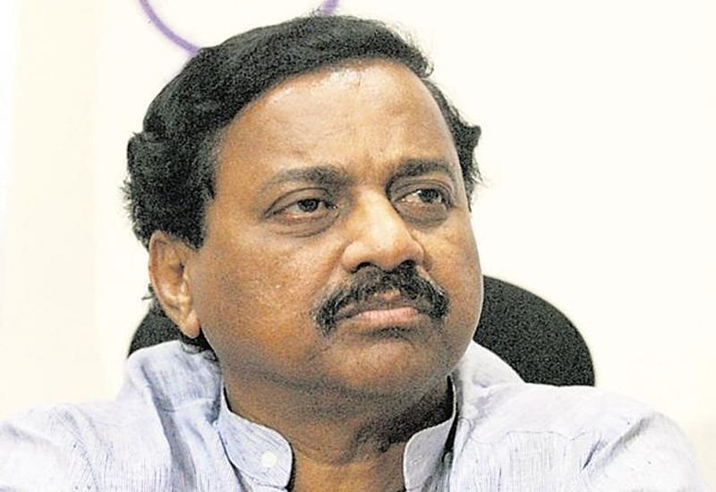 Mumbai: Sunil Tatkare alleges Devendra Fadnavis loves Gujarat and allows projects to shift