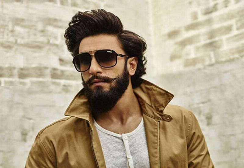 WATCH: Ranveer Singh's impromptu 'Mere Gully Mein' rap at Alia Bhatt starrer Raazi screening is not to be missed