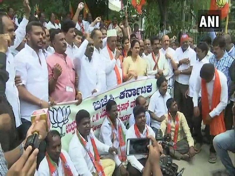 BJP protests as Karnataka Congress chief says Yogi Adityanath 'unfit to be Uttar Pradesh CM'