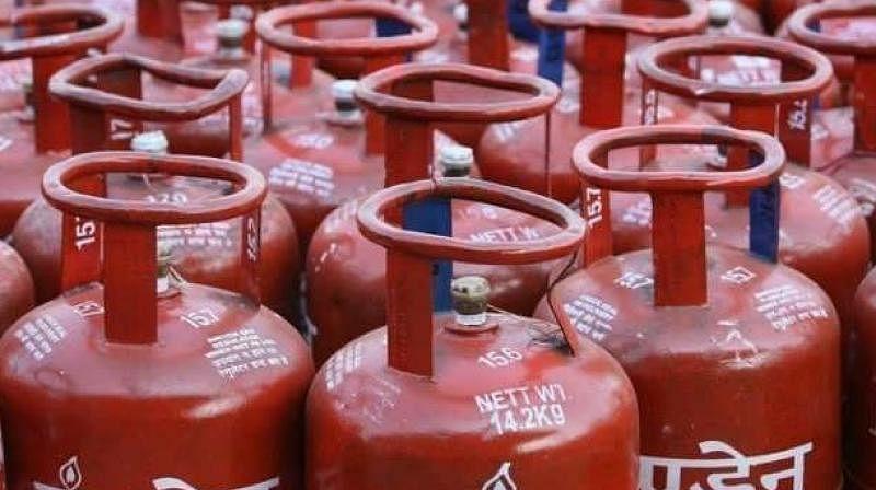 Patna: Fire breaks out in godown of LPG cylinders