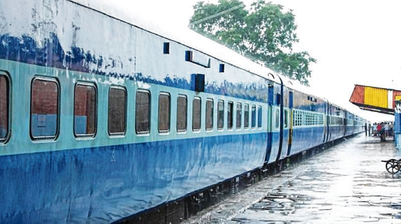 Maharashtra Milk Protest! WR train to bring in 12 containers of milk from Gujarat to Mumbai