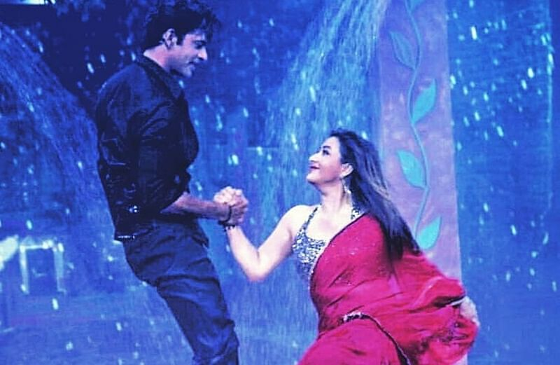 Shilpa Shinde and Sunil Grover's sexy rain dance video will make your jaw drop!