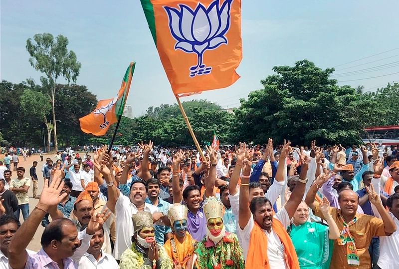 Palghar bypoll: Late MP Chintaman Wanga's wife accuses BJP of misusing hubby's pictures