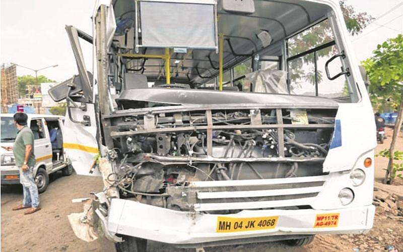 Mumbai: Overspeeding tourist bus rams into another, driver injured