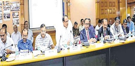 Bhopal: CM Shivraj Singh Chouhan tells bankers to ensure sufficient cash ahead of farmers' stir