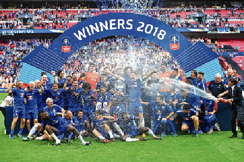 Chelsea gives Man Utd the blues