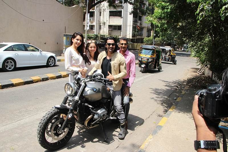 Paltan cast Arjun Rampal, Gurmeet Choudhary, Sujay Kutty and others have a gala time over lunch in the city!