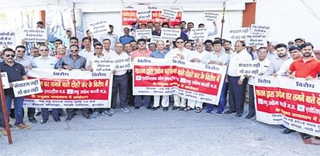 Indore: Industrialists take to streets against double levy